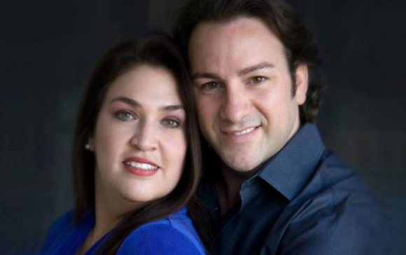 Het duet van John Osborn en Lynette Tapia